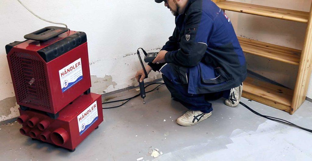 Mit Kondenstrocknern lässt sich die Restfeuchte aus den Wänden und Böden entfernen